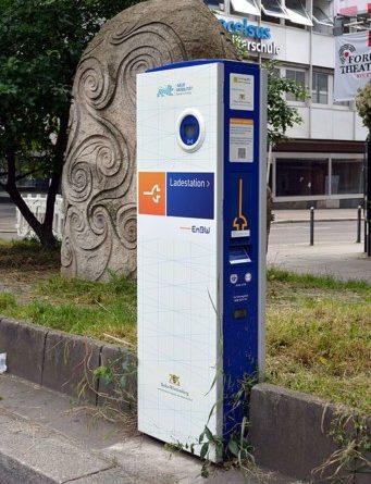 Eine Elektrotankstelle in der Theodor-Heuss-Straße 19 in Stuttgart --Nightflyer (talk) 18:38, 15 June 2016 (UTC), CC BY 4.0 , via Wikimedia Commons