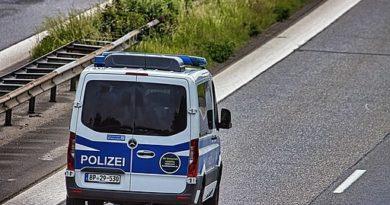 HGruKw Halbgruppenkraftwagen der Bundespolizei auf der A7 auf der Höhe Owschlag - Zufallspotter, CC BY-SA 4.0 https://creativecommons.org/licenses/by-sa/4.0, via Wikimedia Commons
