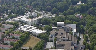 Luftbild desBundeskriminalamtsWiesbaden, Liegenschaft Tränkweg, Wo st 01/Wikimedia Commons