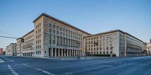 Bundesfinanzministerium-Gebäude (Detlev-Rohwedder-Haus, Wilhelmstr. Ecke Leipziger Str.) in Berlin - A.Savin(Wikimedia Commons·WikiPhotoSpace), FAL, via Wikimedia Commons