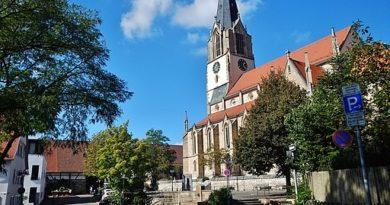 """Martinskirche in Möhringen: """"Filderdom"""", von Christian Friedrich Leins 1852 - 1855 erbaut, neugotischer Kirchenbau, 1944 ausgebrannt nach Fliegerangriff, 1949 wieder eingeweiht"""