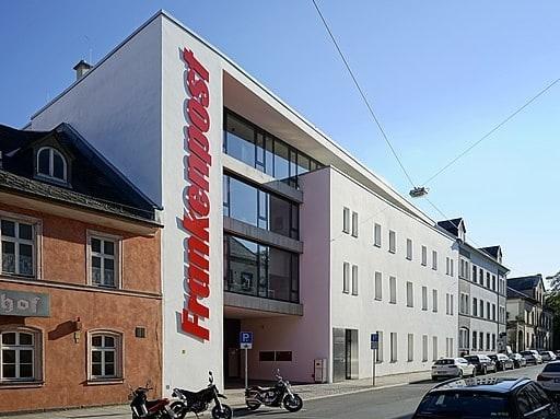 Gebäude der Frankenpost-Verlag GmbH in Hof, Poststraße 9-11, 95028 Hof - PantheraLeo1359531, CC BY 4.0 https://creativecommons.org/licenses/by/4.0, via Wikimedia Commons
