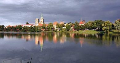Stralsund ist eine Stadt im Nordosten Deutschlands - H.Helmlechner, CC BY-SA 4.0 https://creativecommons.org/licenses/by-sa/4.0, via Wikimedia Commons