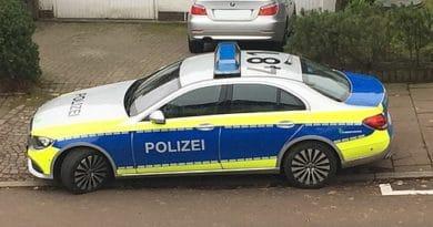 Symbolbild - Streifenwagen der Polizei Hamburg - Kalle Schmitz, CC BY-SA 4.0 https://creativecommons.org/licenses/by-sa/4.0, via Wikimedia Commons