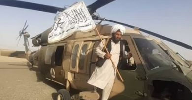 Taliban Eroberung eines UH-60 Black Hawk Helicopter am 27. August 2021 - Drew2k2, CC BY-SA 4.0 https://creativecommons.org/licenses/by-sa/4.0, via Wikimedia Commons